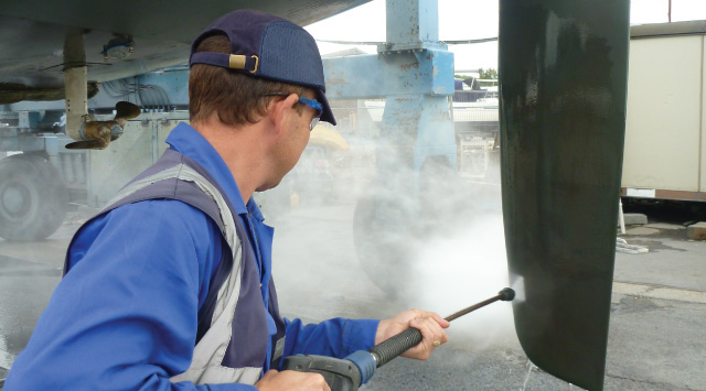 Boatyard high pressure washing service